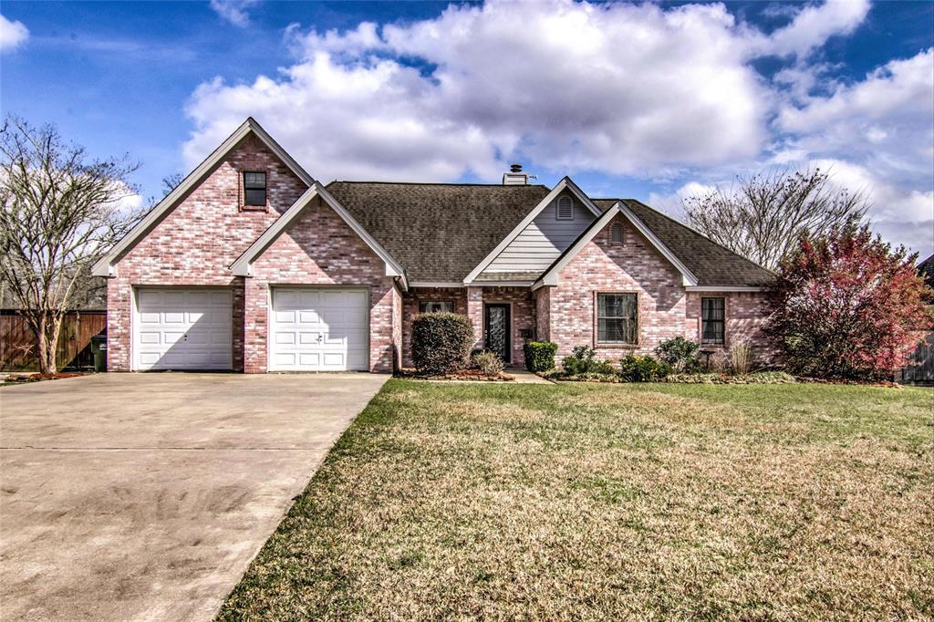 104 Featherstone Court, Liberty, TX 77575