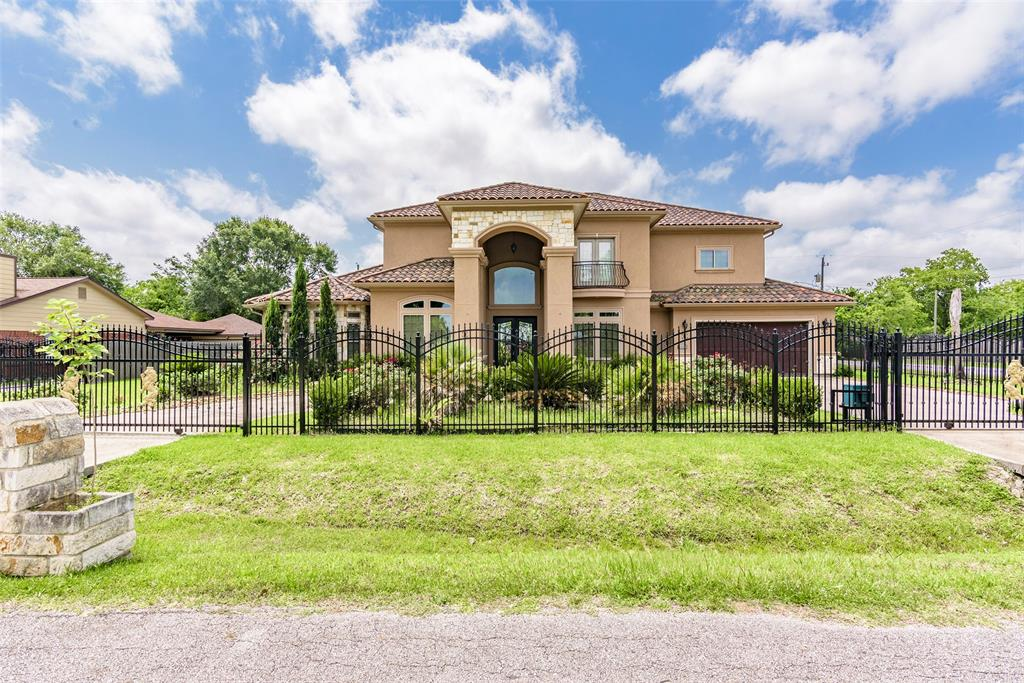 If you looking for a styling, come check out this 5,111 Sq. Ft. two story custom built home, located near to Belt Way 8 and easy access to Interstate 45 for easy commute to Downtown. This home has an open concept feel. The kitchen has nicely cabinets, granite countertops and beautiful tile throughout, Come take a look and make this your sweet home.