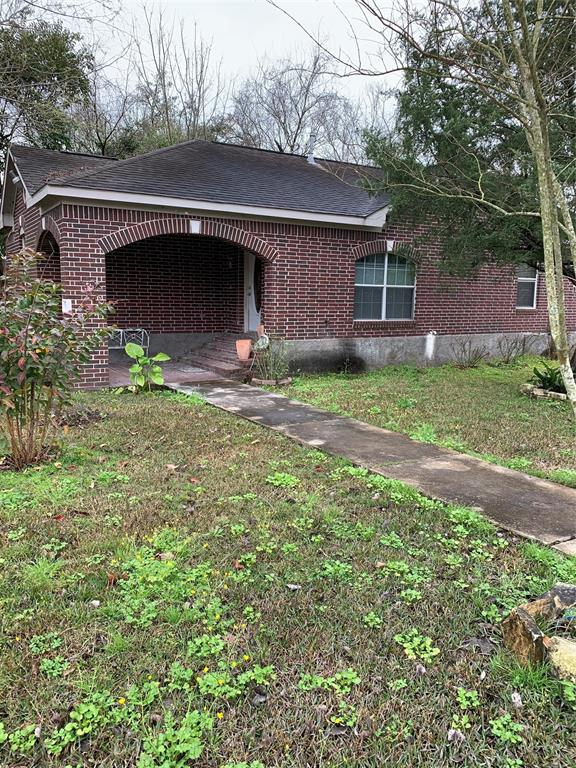 Property has approx 2.8 acres.  the front house is a 3/1 and the second house is a 1/1 1/2 bath.  The third and main house is a 4/2.  The small is house is vacant.  Property is deep and has plenty of land to develop.