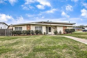 708 inwood drive, baytown, TX 77521