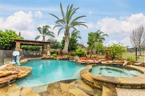 2718 sterling fields drive, pearland, TX 77584
