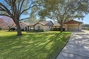 15106 Lakeview Drive, Jersey Village, TX 77040