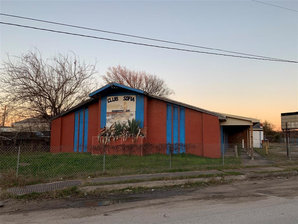1325 Sheffield Boulevard, Houston, TX 77015