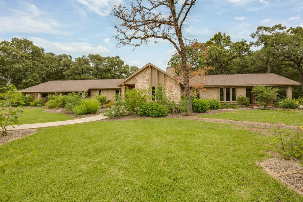 6015 Los Robles Drive, College Station, TX 77845