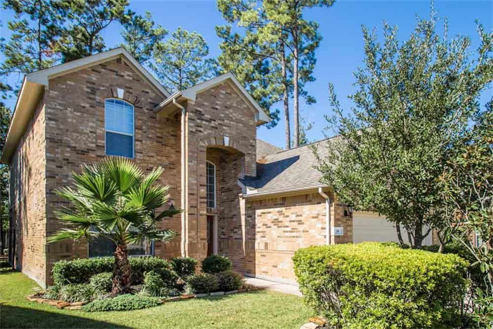 BEAUTIFUL 4 BEDROOM HOME IN OVER SIZED LOT. GRANITE COUNTERTOPS IN KITCHEN, WOOD FLOORS IN LIVING AREA, SPACIOUS BEDROOMS, UPSTAIRS GAMEROOM. STAINLESS STEEL APPLIANCES. CLOSE TO PUBLIC PARKS. ENJOY THE NEW WOODLANDS CREEKSIDE PARK VILLAGE CENTER. YARD MAINTENANCE INCLUDED. HOUSE IS IN EXCELLENT CONDITION.