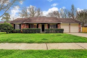 1104 Lost River Drive, Friendswood, TX 77546