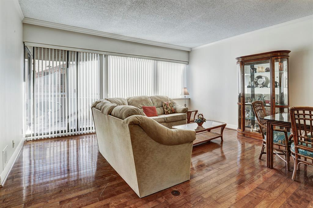 Welcome to 5000 Montrose!  This 2 BR/2 B condo is located in the Rice/Museum District. Conveniently located near museums, the Medical Center, and Hermann Park.