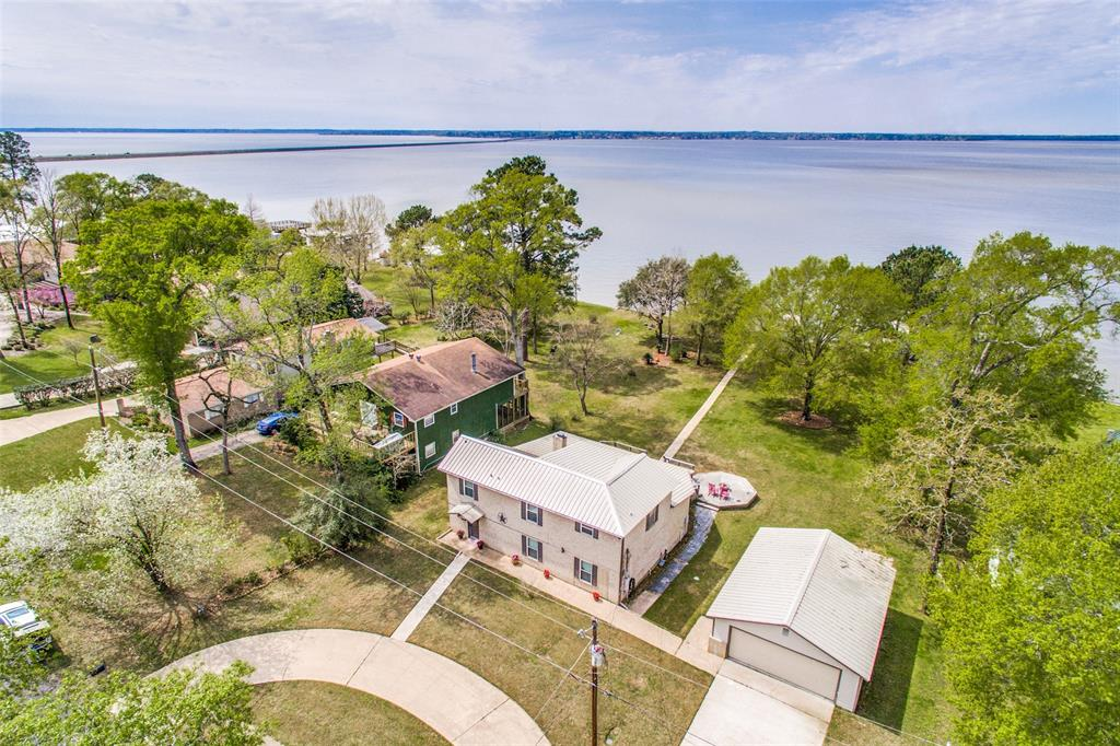 624 Lakeview Harbor, Onalaska, TX 77360