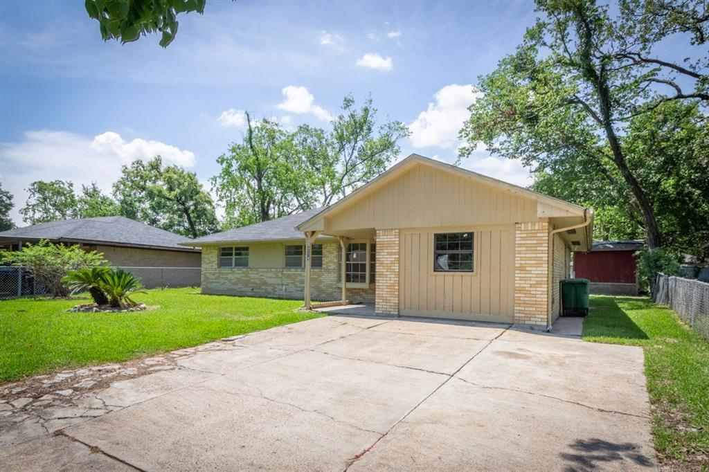 9214 Woodlyn Road, Houston, TX 77078