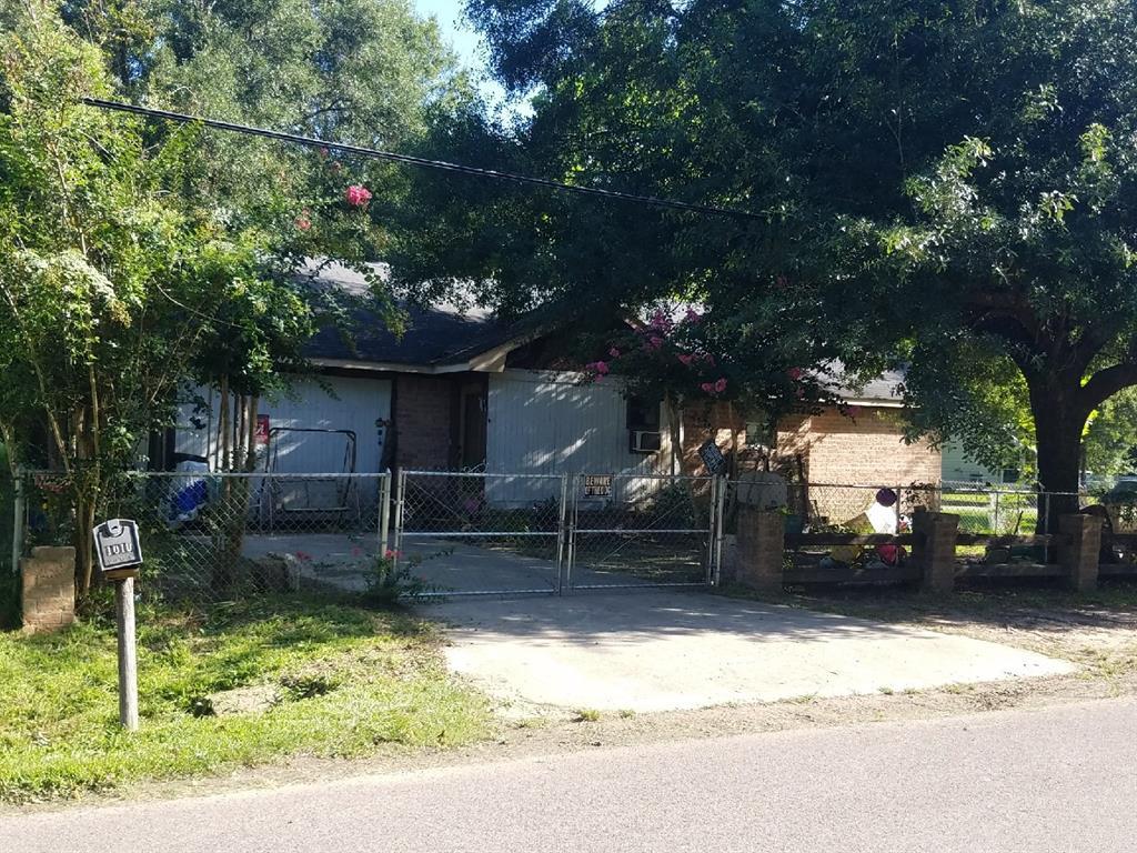 1010 Woodrow, Silsbee, TX 77656