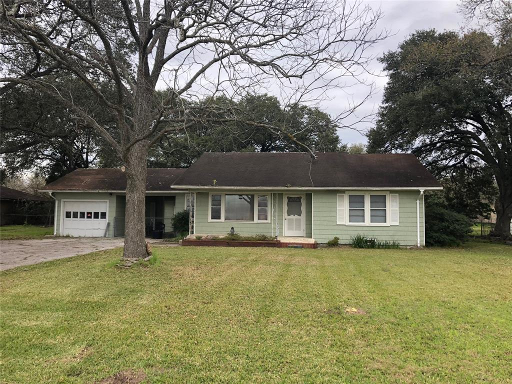 723 S Mccarty Avenue, Eagle Lake, TX 77434