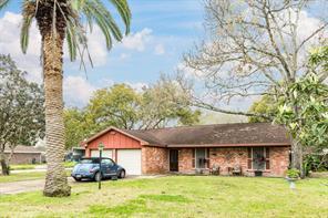 702 N Fairview Circle, Alvin, TX 77511