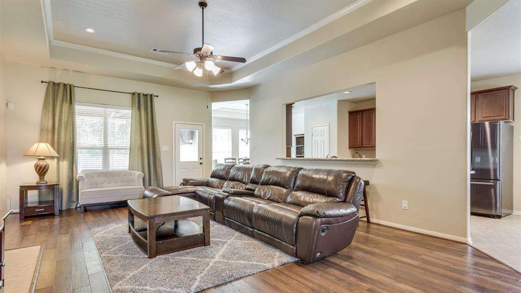 Hard to find. Perfect 1 story on a large lot in Golf Course community and quiet street. 3 Bedroom with study, Formal Dining Room, 2.5 with a powder bath, Gourmet Kitchen with Stainless Steel appliances, open to to Family room, Hardwood Flooring in Family and Dining, Tile in Kitchen and Baths, Carpet in Bedrooms. Large Covered Patio with no neighbors in the back. Master bedroom  with sitting areas. Master bath boasts  dual sinks,  walk-in shower, Tub and and Walk-in closet. Conroe ISD. High and Dry. Never Flooded!