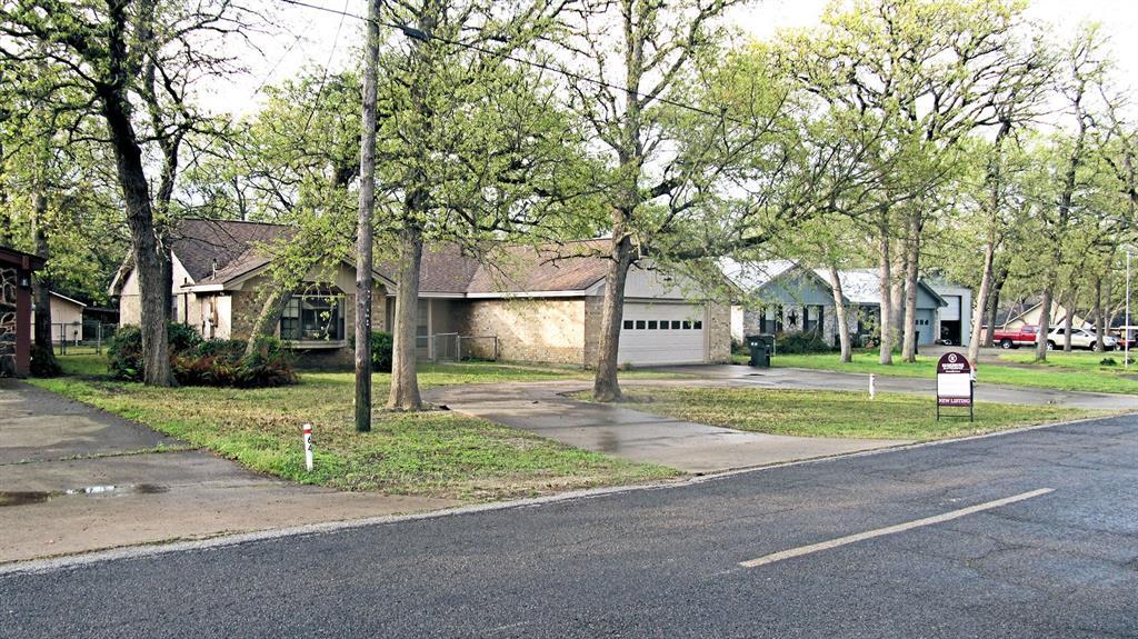 62 NE Fairway Drive, Hilltop Lakes, TX 77871