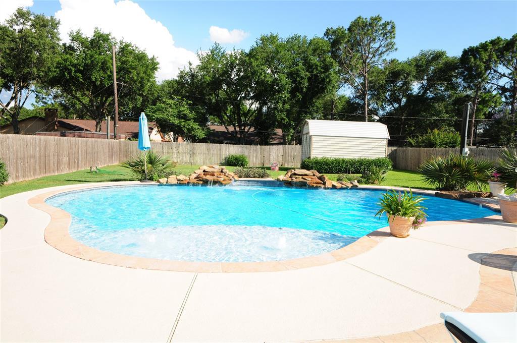 807 Tropicana Boulevard, East Bernard, TX 77435