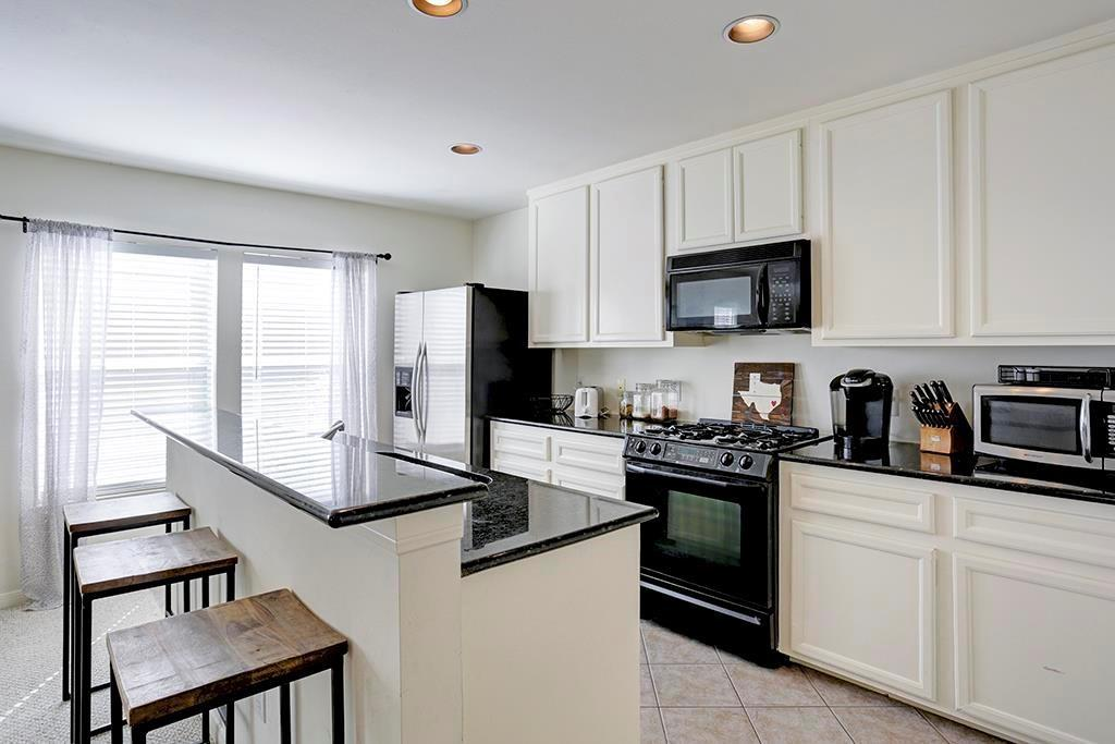 Spacious, end-unit town home in one of the most walk-able neighborhoods in Houston.  Plenty of street parking for guests.