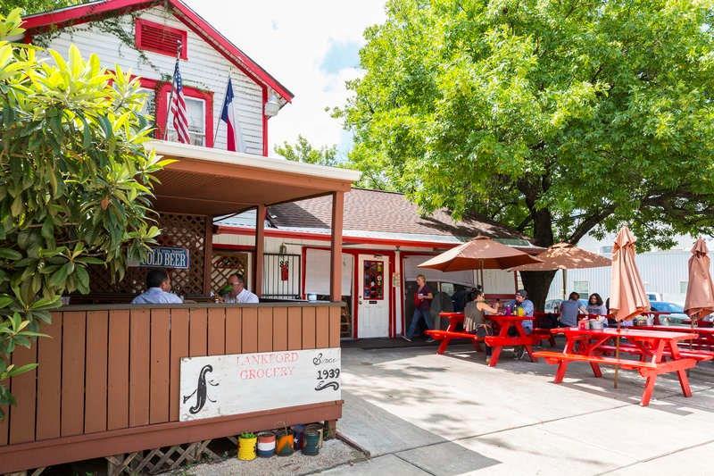 Popular Barnaby's Cafe is a short walk away.