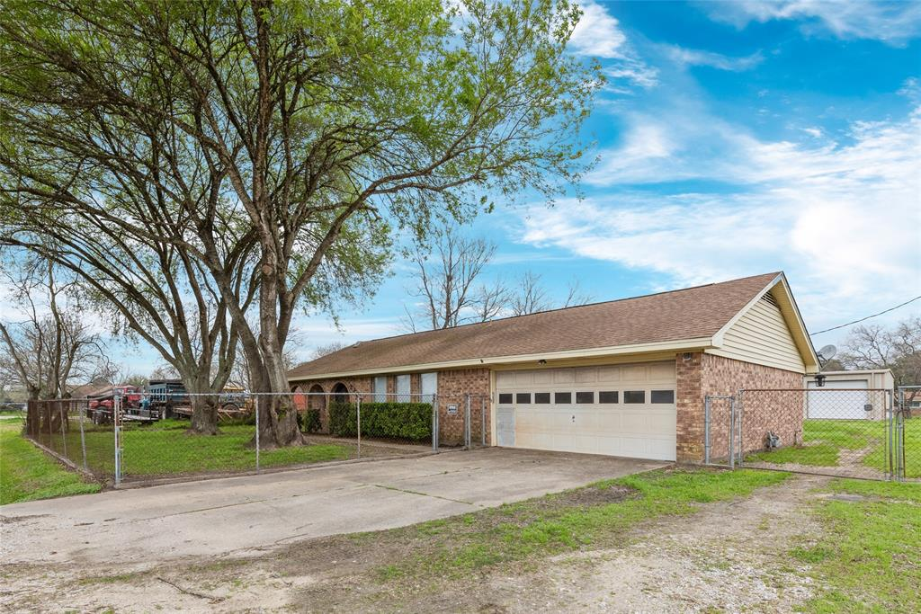 2307 Barbers Hill Road, Highlands, TX 77562