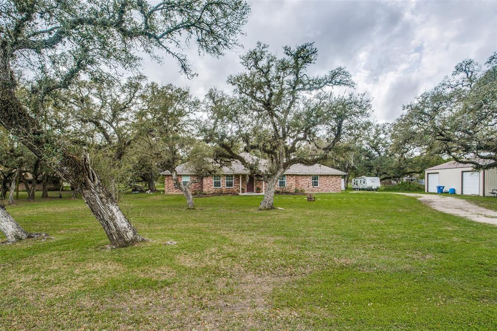112 Sandy Creek Drive, Van Vleck, TX 77482