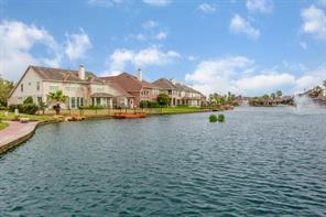 10026 Lakeside Gables