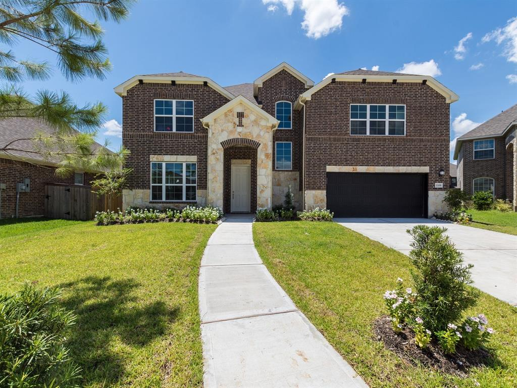 2206 Whispering Manor Lane, Pearland, TX 77089