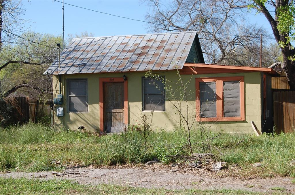 405 W May Street, Sabinal, TX 78881