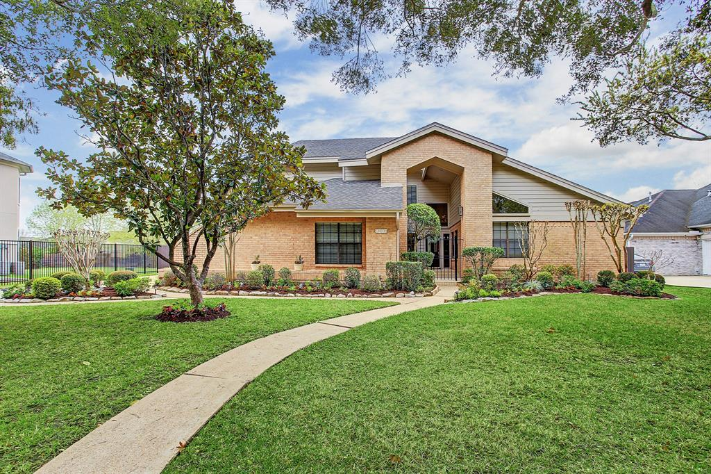 8207 Frontenac Drive, Houston, TX 77071