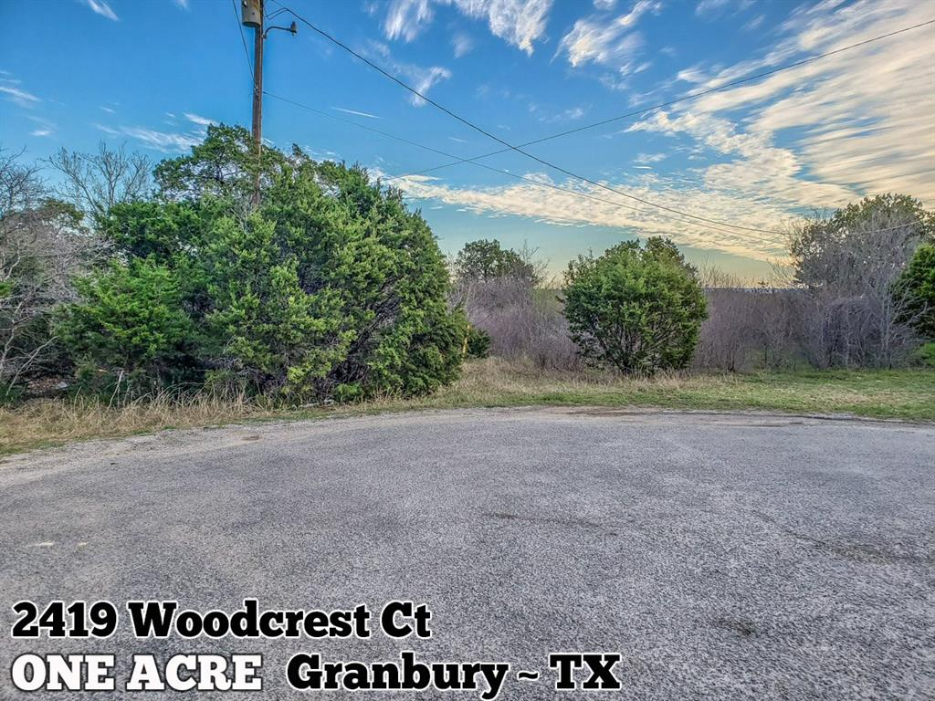 2419 Woodcrest Court, Granbury, TX 76048