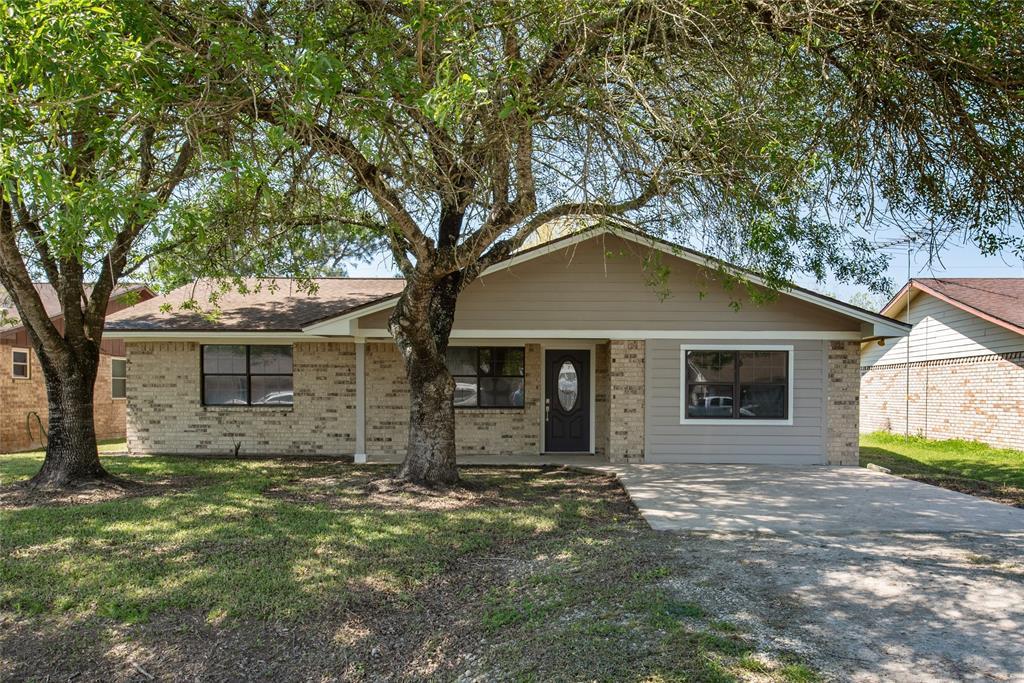 1414 W Palm Drive, Winnie, TX 77665