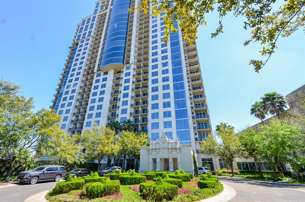 Great location In the heart of Houston!  Luxurious 2 bedroom/2-1/2 bath condo unit has breathtaking views of Buffalo Bayou. Open floor plan w 10' ceilings, beautiful hardwood floor, SS appliances, floor to ceiling windows offer abundant natural light, 2 large balconies (+2  storage closets), 2 assigned parking spaces.  Luxury living at The Royalton offers a small dog park, a fire pit conversation area, a climate controlled wine room, large fitness center, large infinity pool & spa, a conference room, a ballroom/party room, 2 guest suites ($125 per night up to 10 days), catering kitchen, courtesy shuttle avail Fri/Sat 6 pm-2 am, valet parking, 24-hr front desk (Concierge 6 am -11 p.m. + courtesy patrol 11 p.m.-7 a.m.), media room, coffee & juice bar. Enjoy hiking & biking along Buffalo Bayou. Walk to Whole Foods & surrounding restaurants. Unit freshly painted March 2019. Hot water heater replaced 2018.  Fabulous view of downtown from rooftop parking to enjoy the July 4th fireworks.