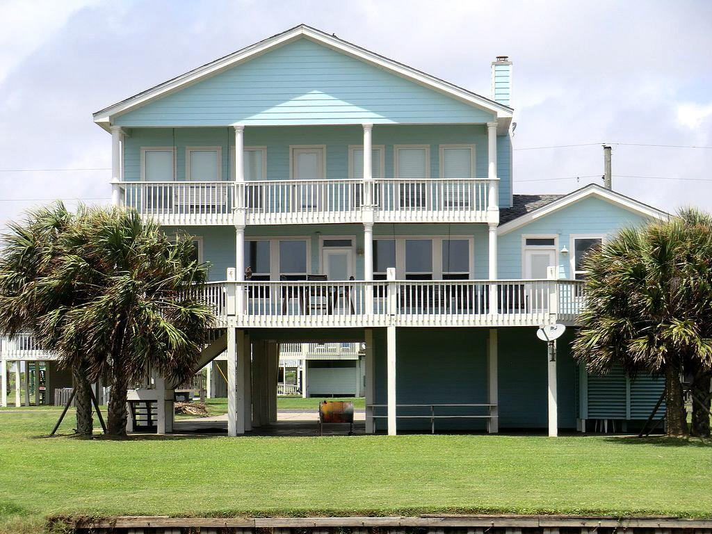 3180 Sea Castle Drive, Crystal Beach, TX 77650