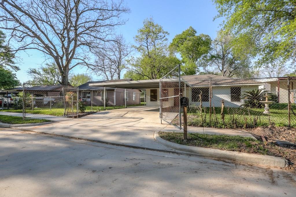 433 Benbrook Drive, Houston, TX 77076