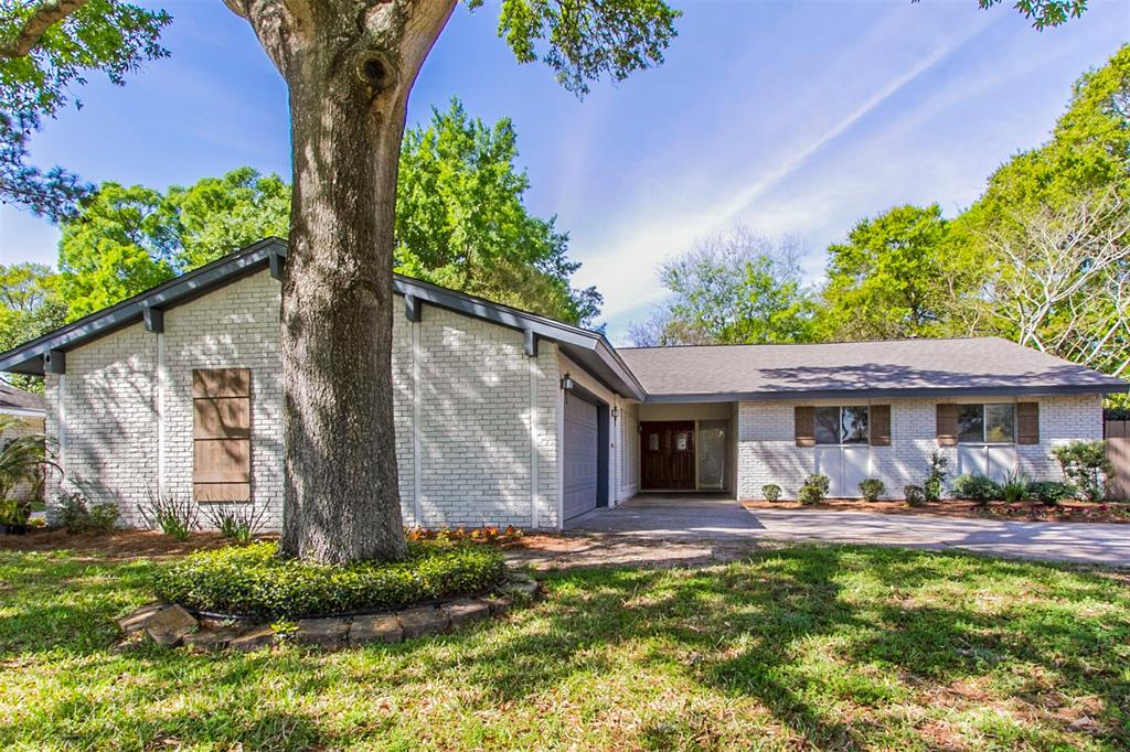 18218 Point Lookout Drive, Houston, TX 77058