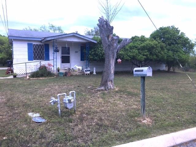 207 S 18th Street, Carrizo Springs, TX 78834