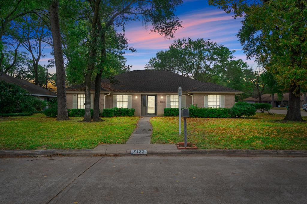 7122 Bayou Forest Drive, Houston, TX 77088
