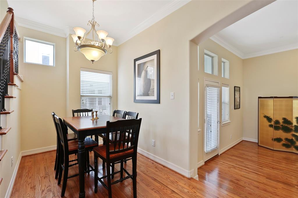 Formal dining space offers plenty of space for a 6 or 8 seat dining table. It is opens to both the living and kitchen space.