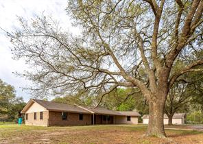 936 County Road 318, Cleveland, TX 77327