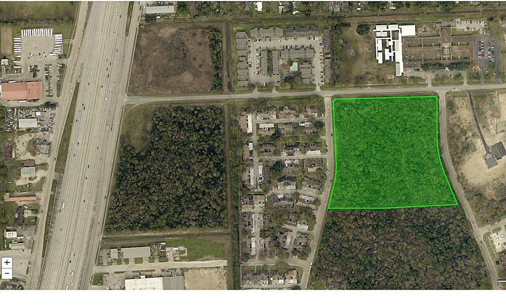 Residential or Commercial use. This 9.6 Acre property is Unrestricted. Ideal for multi-family, office, or warehouse development. Over 500' frontage. Perfectly located with easy access to 59