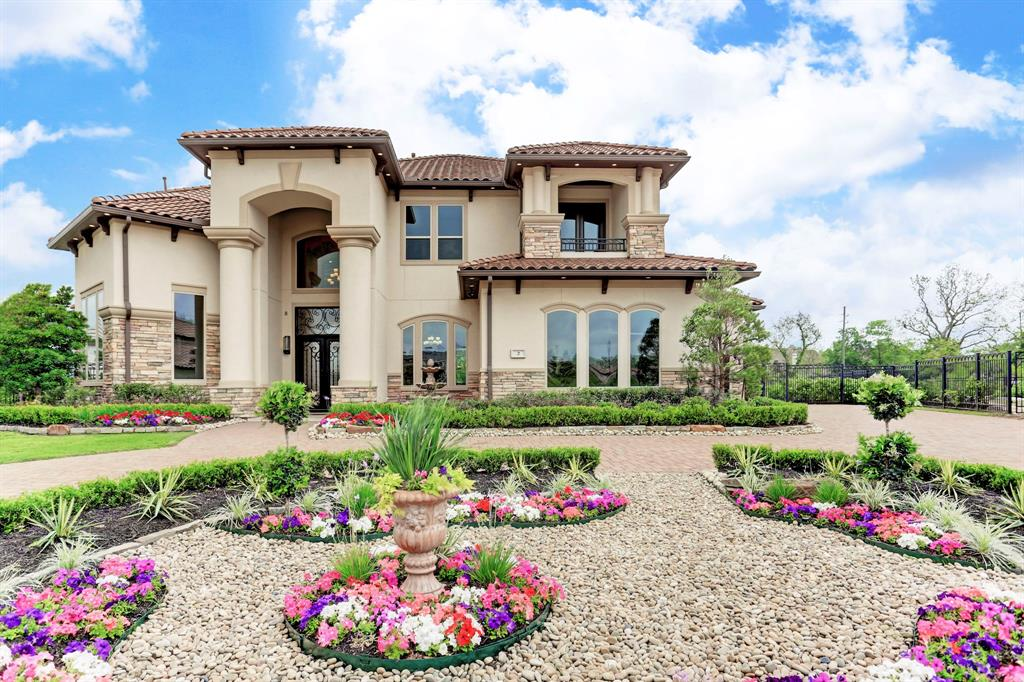 Custom home that has never been occupied with a 33,541 sq ft lot backing to a private lake. The property is priced below the cost! Exclusive Riverstone Gated Community with a breathtaking 2-story entry, groin vaulted dining room ceiling & jaw-dropping faux finishes. From the intricate marble & wood floors, to the stunning chef's kitchen with top-of-the-line appliances, the attention to detail will amaze you. Ultra luxurious owners retreat with dual closets and spa-like finishes. 2 bedrooms downstairs + game room! The ONLY house with backyard access to the 6 acre wetland!! Home is move-in ready!!