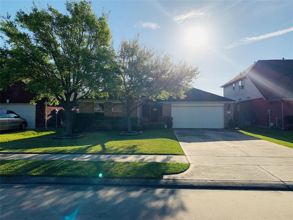 735 Mcintosh Bend Drive, Stafford, TX 77477