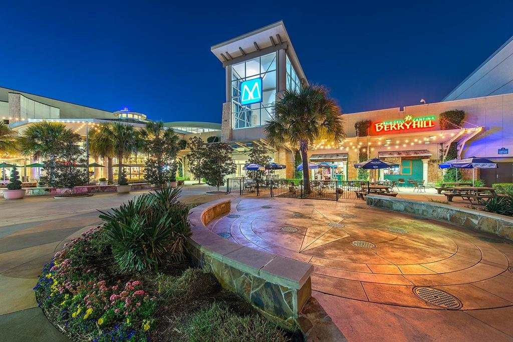 More shopping and dining can also be found at nearby Memorial City Mall.