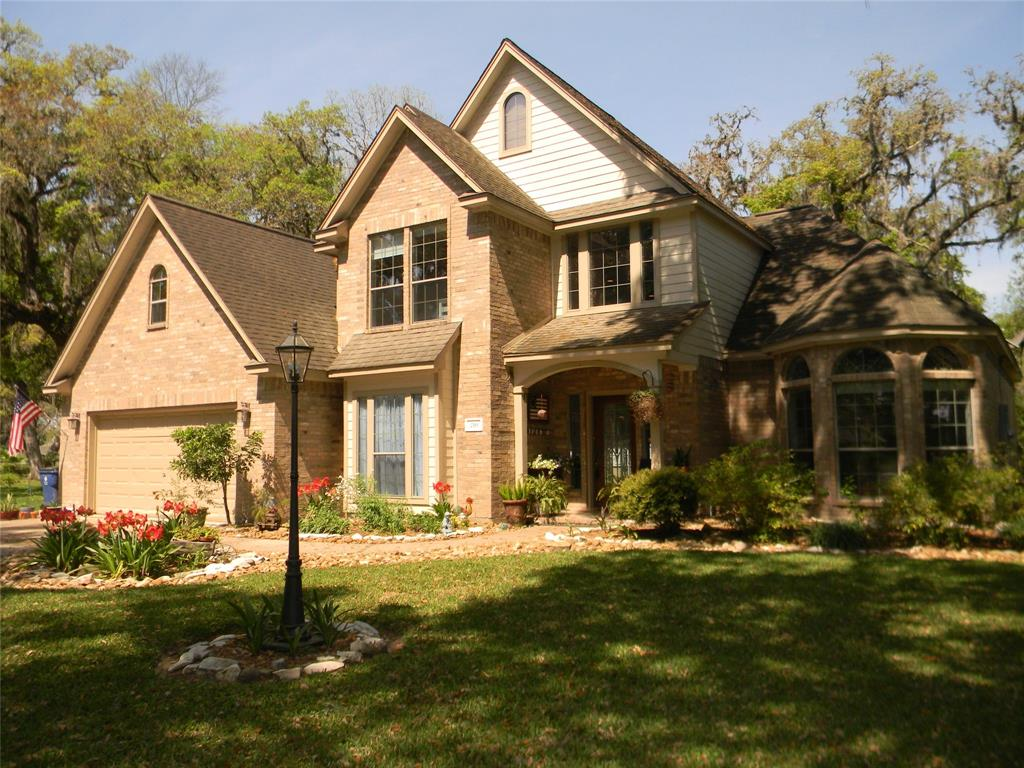210 Woodhaven Drive, West Columbia, TX 77486
