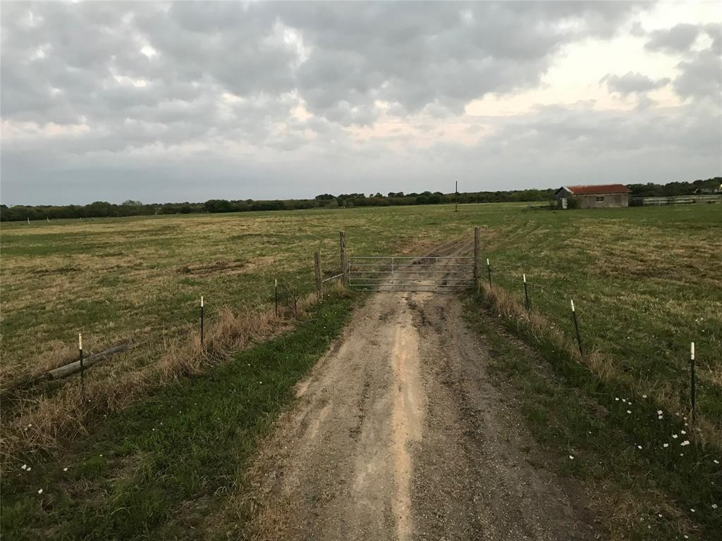 1111 County Road 303, Edna, TX 77957