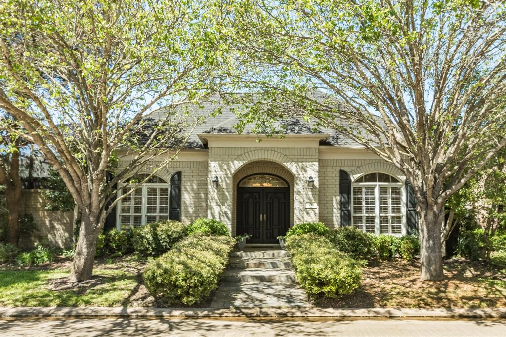 21 Heritage Oak Court, Lake Jackson, TX 77566