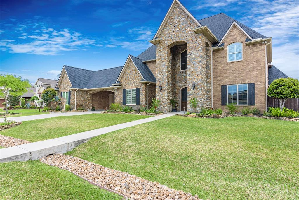 903 Pinecrest Court, Friendswood, TX 77546
