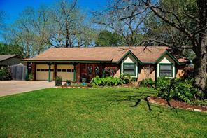 105 gladiola street, lake jackson, TX 77566