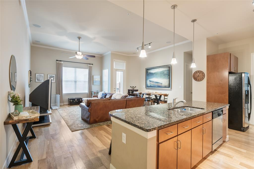 Immaculate and spacious condo in the heart of Midtown! Easily walk to Cyclone Anaya's, Belle Station, Oakmont and more. Directly across from Bagby Park, this spacious unit is perfect for those who want to experience city living at its finest. This unit is located on the 4th floor and has easy access to the parking garage. The unit itself features high ceilings, wood floors in the living areas, granite countertops, stainless steel appliances, and large bedrooms. The building, The Edge, has a community media room, party room, exercise room, pool/spa and grills in the common area.