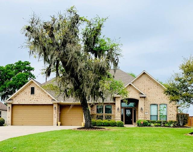 307 Deerwood Drive, Lake Jackson, TX 77566