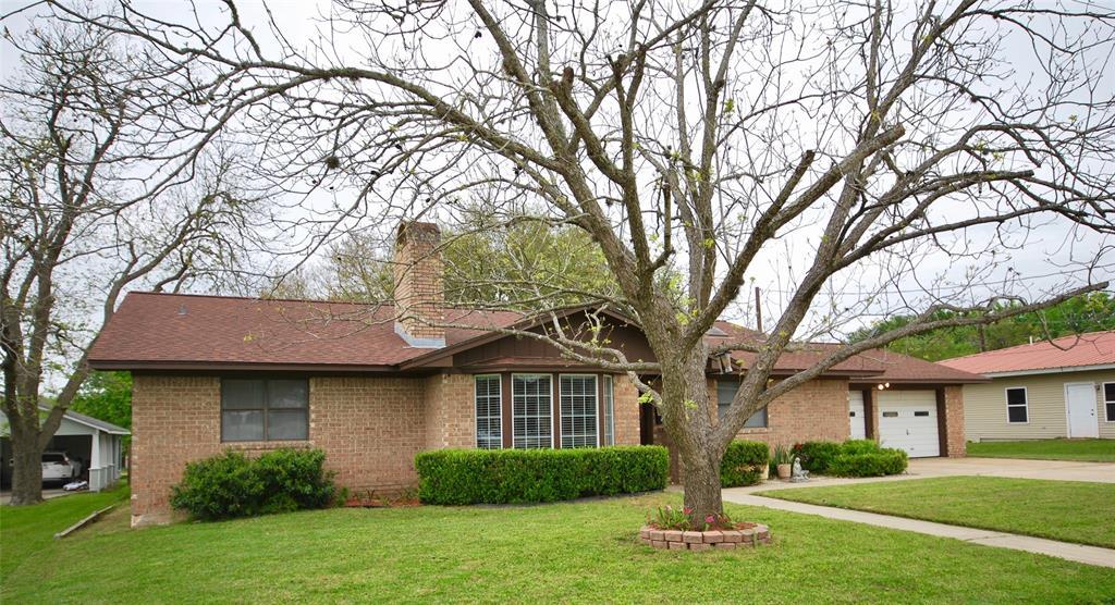 909 N Glendale Street, Hallettsville, TX 77964