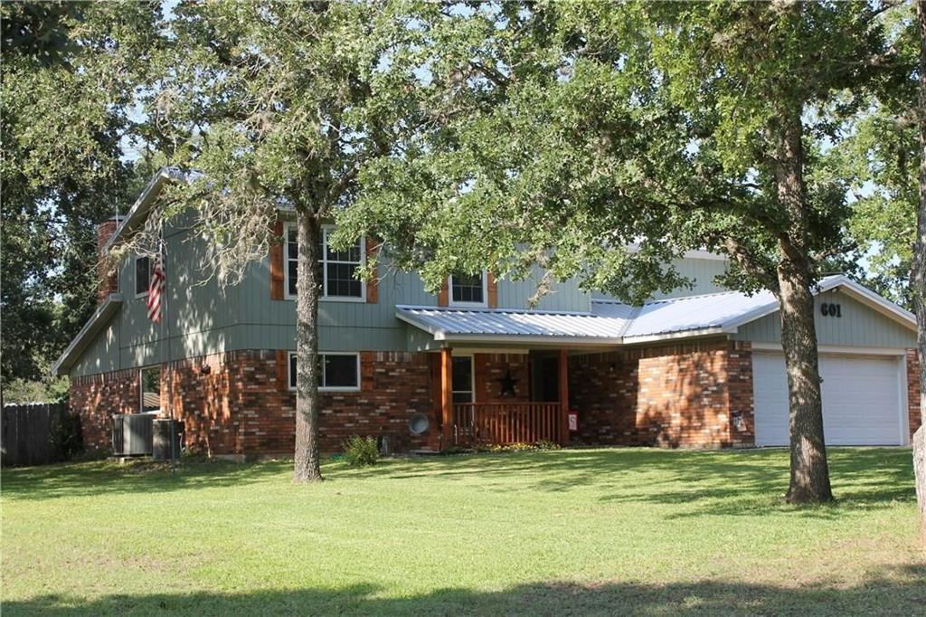 601 4th Avenue, Smithville, TX 78957